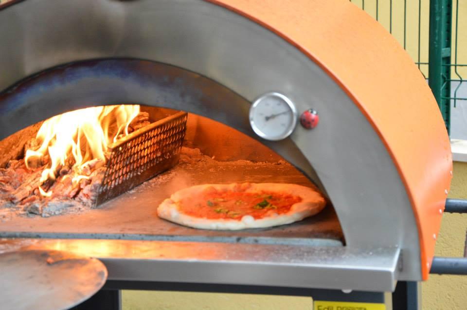 Centro distribuzione forni a legna sicilia for Spartifiamma forno a legna